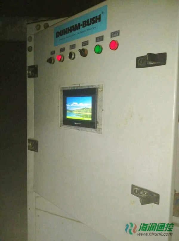 螺杆机组控制电路维修改造,只需将原厂的控制器主控板和触摸屏拆除